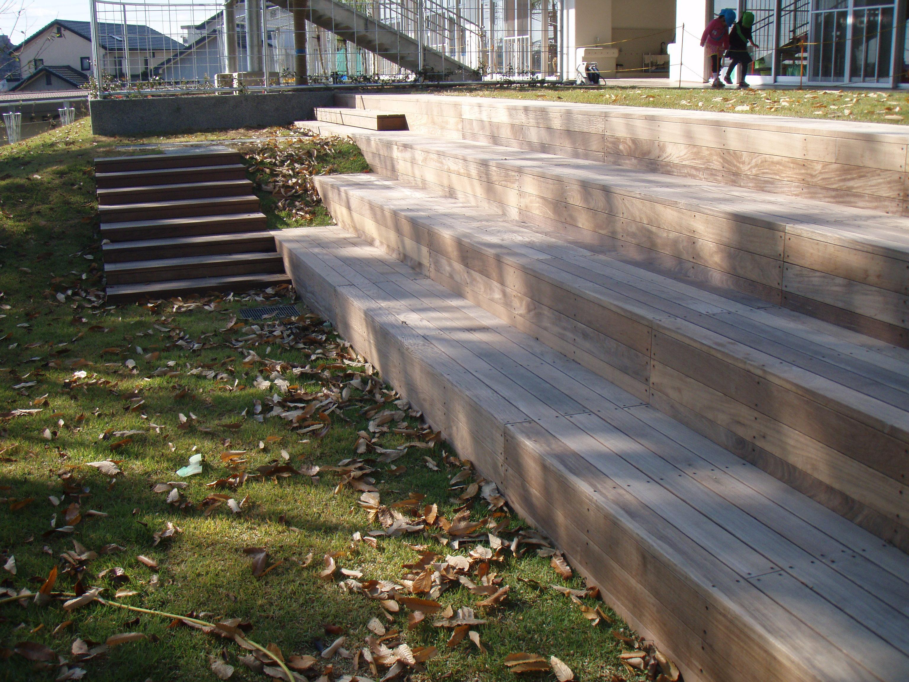 木の階段ベンチ⑤.JPG