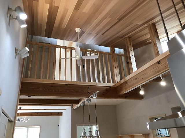 天井は、レッドシダー(米杉)貼りとなっています。