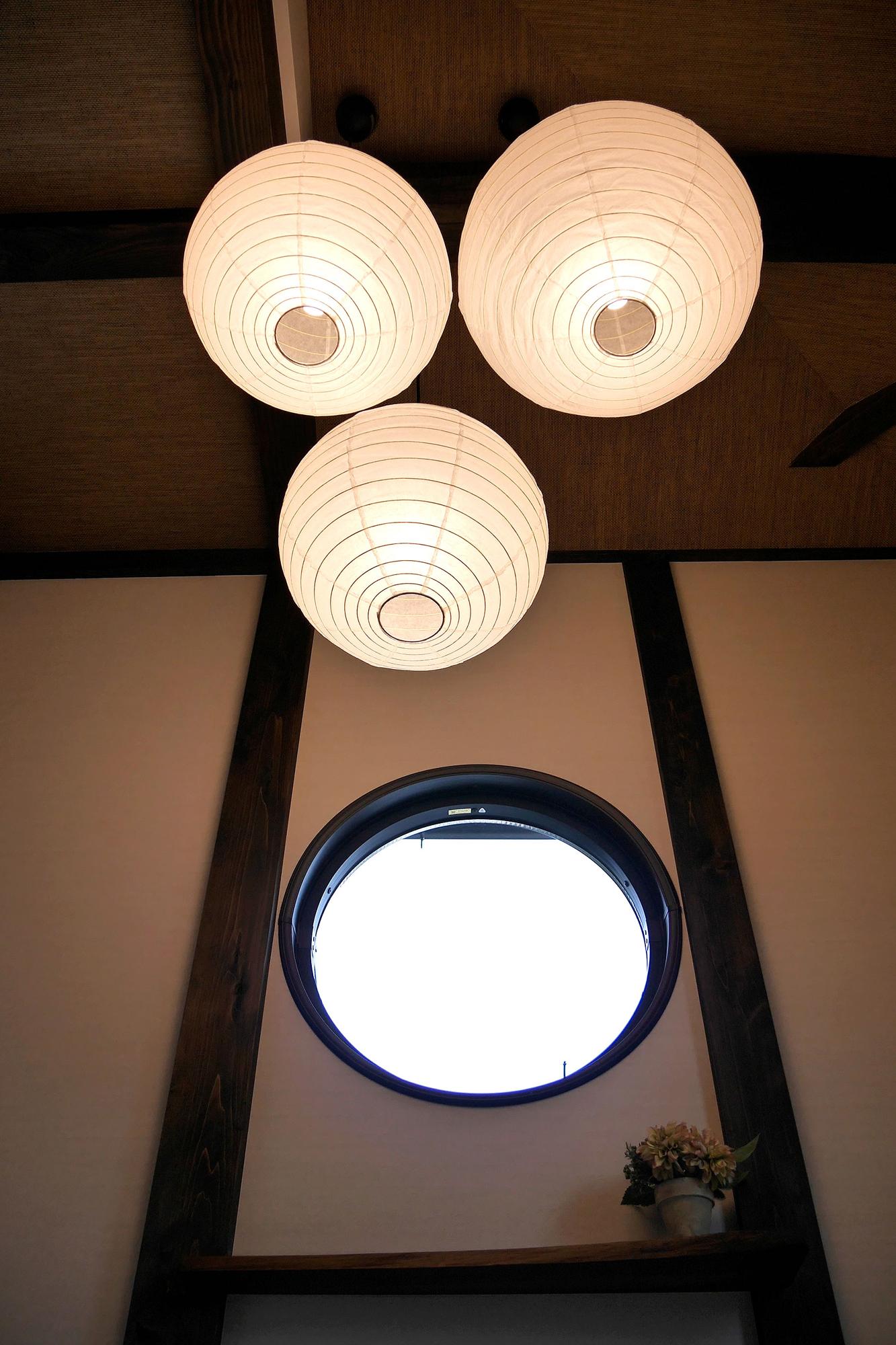 京都・源光庵の「悟りの窓」のような丸窓。