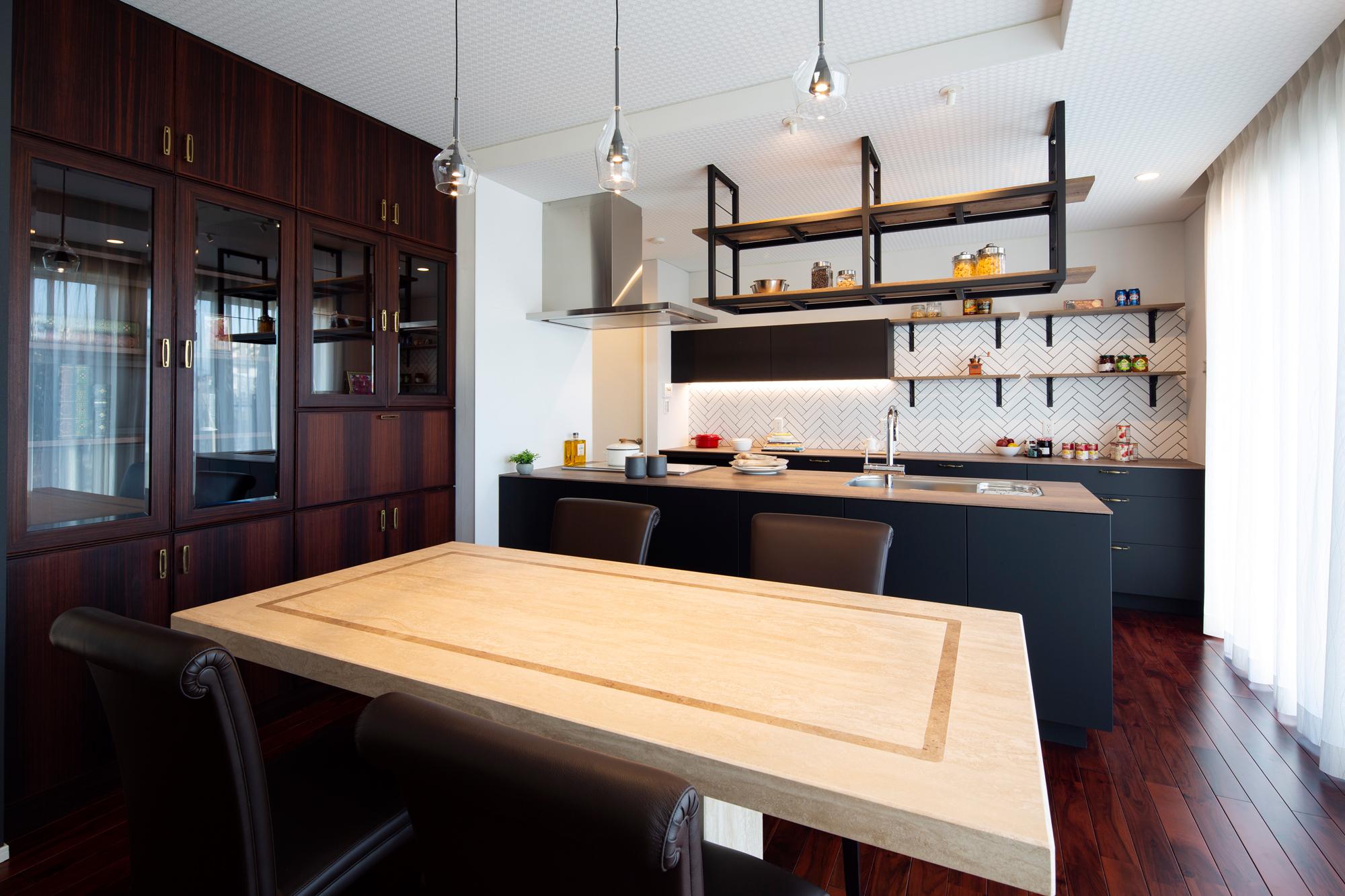 使っていた食器棚がすっぽりと収まる設計に