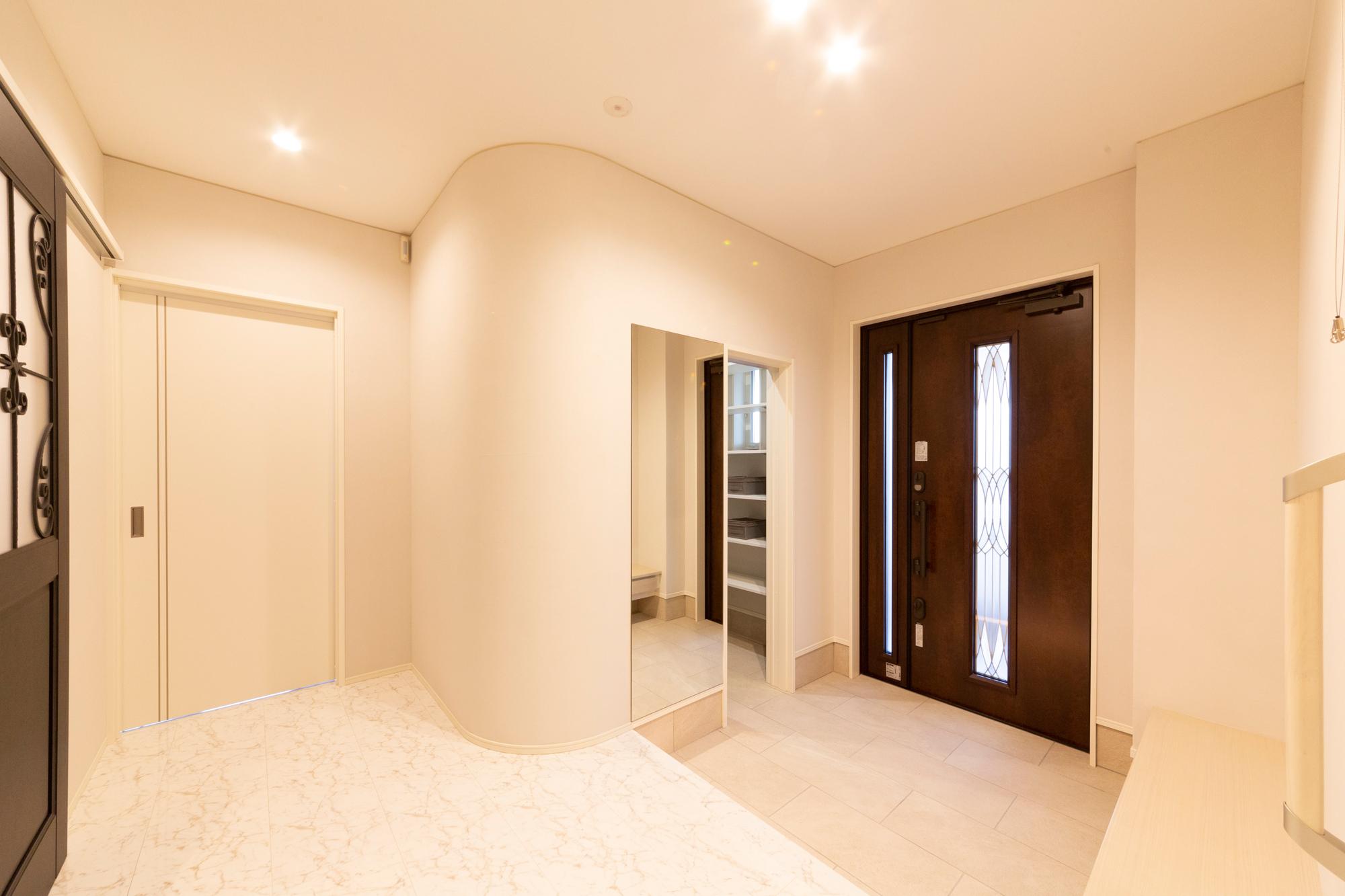 ゆとりの広さの玄関&玄関ホール